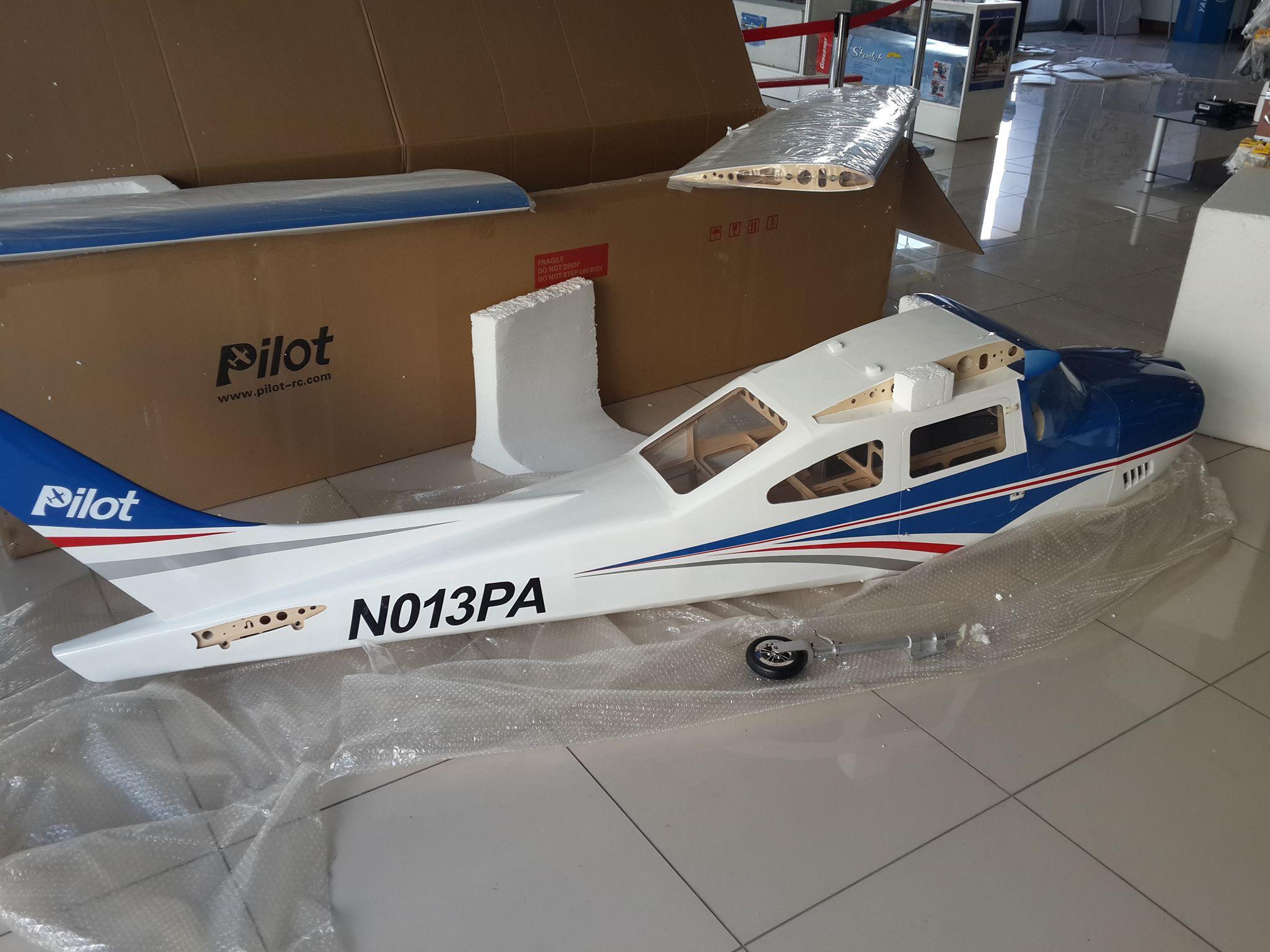 Pilot-rc Cessna Skyline 3 81m 85-120cc Blue/White ARF -